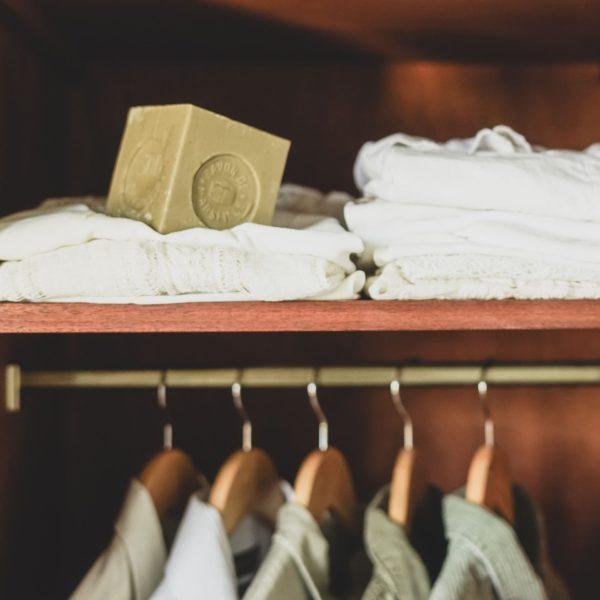 マルセイユ石鹸は、食器棚に入れる天然の防虫剤です!