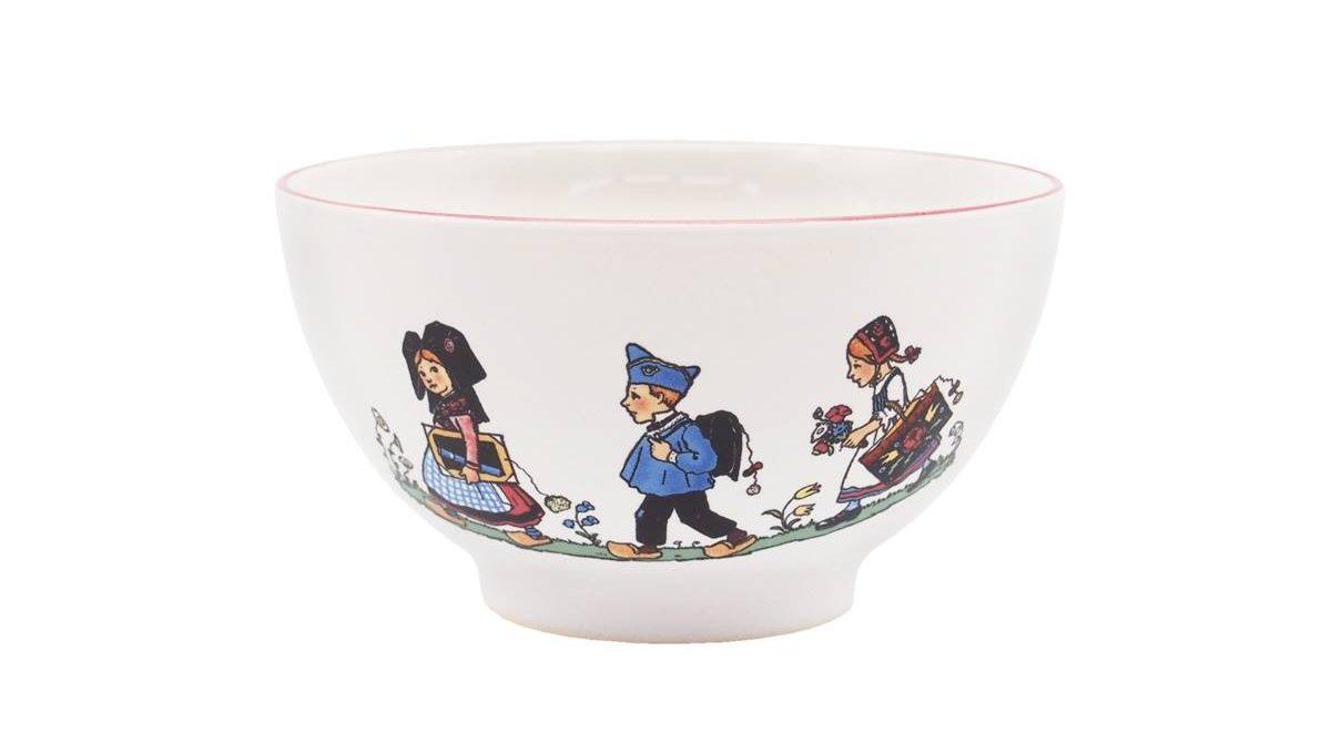 フランス アルザスの伝統的な衣装を着た子供たちのイラストが人気のお皿。