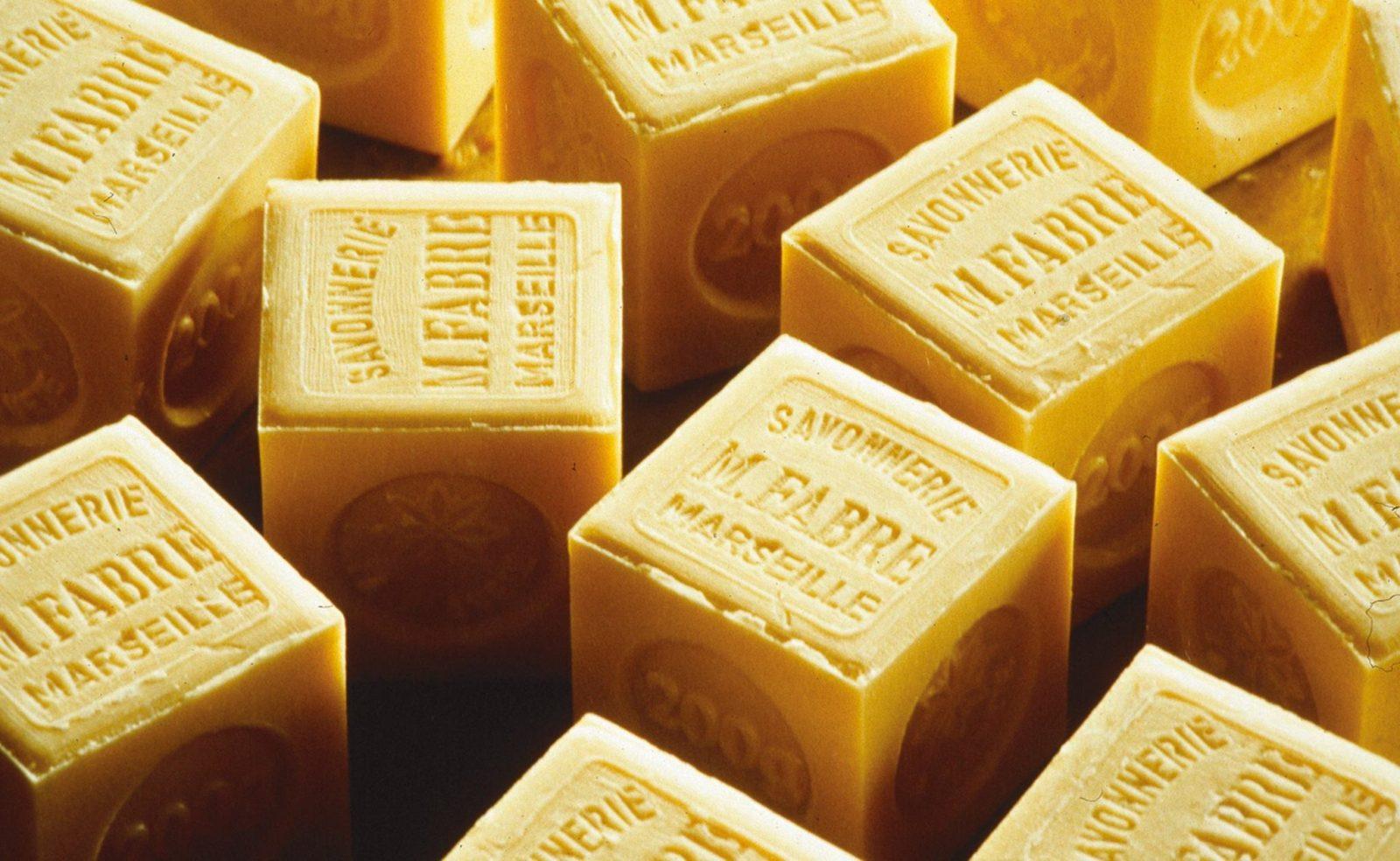 マルセイユ伝統的な釜炊き製法で作られた100年以上変わらない無添加のオリーブ石鹸 LA CORVETTE サボン・ド・マルセイユ。