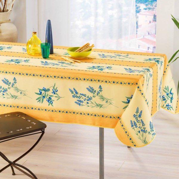 プロヴァンスから届いたジャガード織りのテーブルクロス。