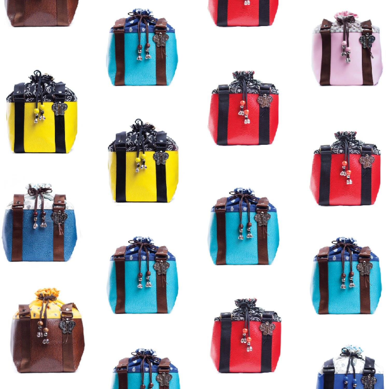 上品にもカジュアルにもオシャレを楽しめる当店の大人気のバッグ、コム・リ・パピヨン バッグ