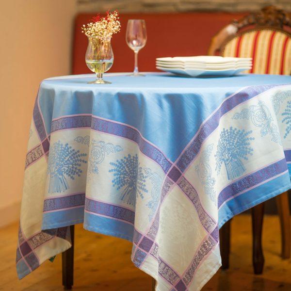 プロヴァンス柄のテーブルクロスであなたのテーブルをもっと華やかに
